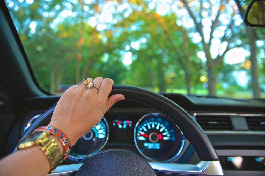 Grenzen stellen tijdens auto rijden